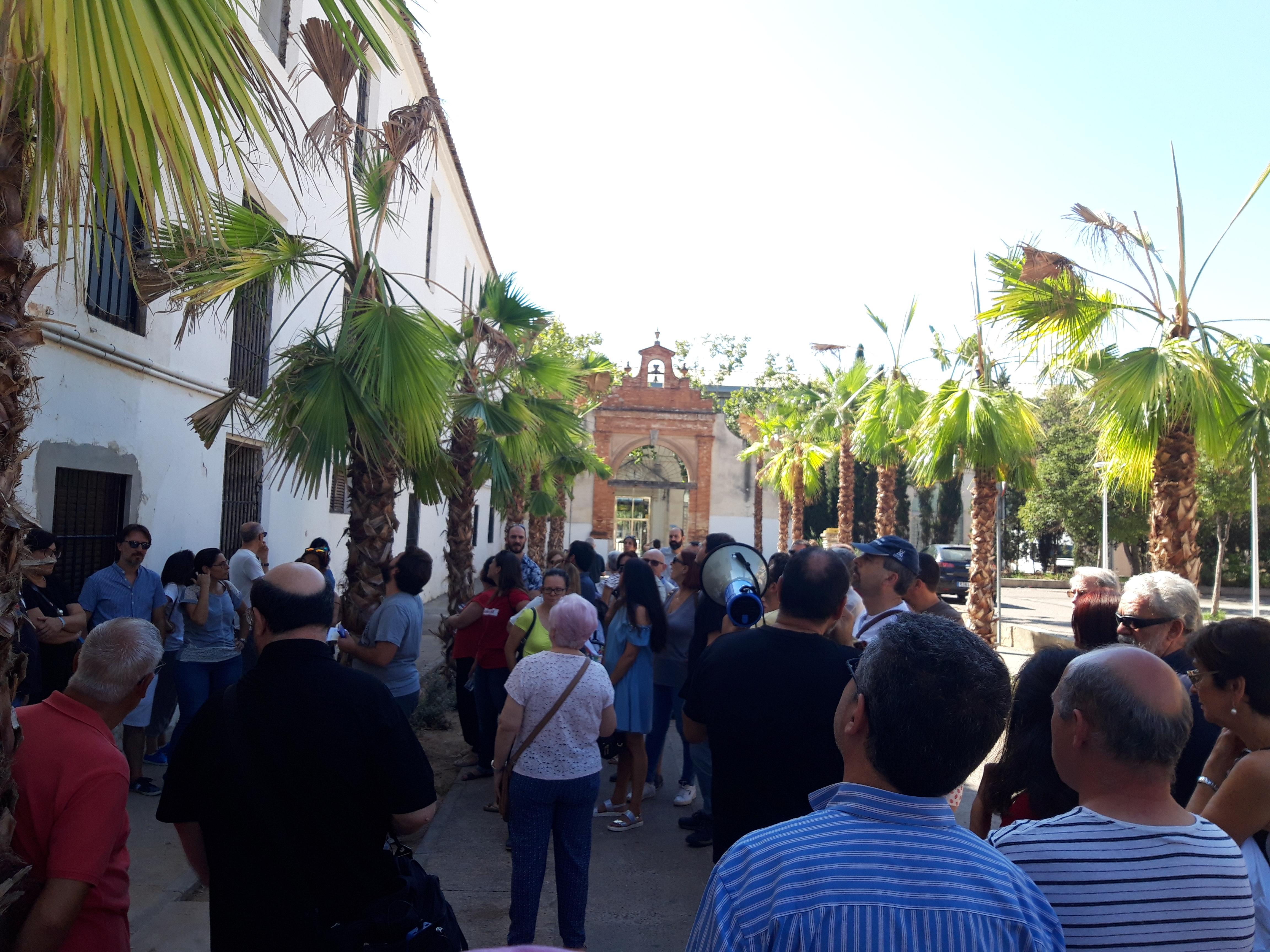 Un centenar d'assistents coneixen el barri en la ruta guiada organitzada per l'Associació Veïnal de Patraix