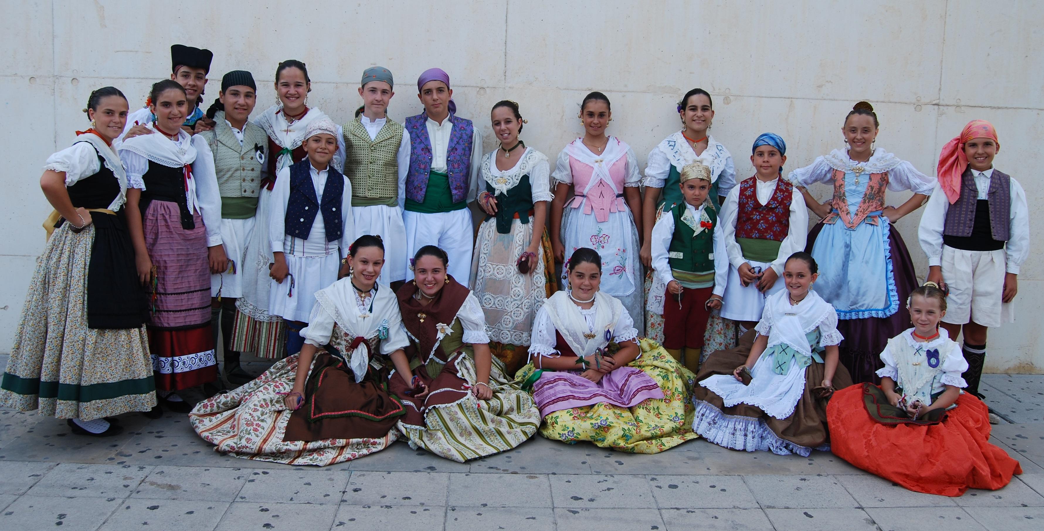 Final de las fiestas populares con el Grup de danses Sargantana