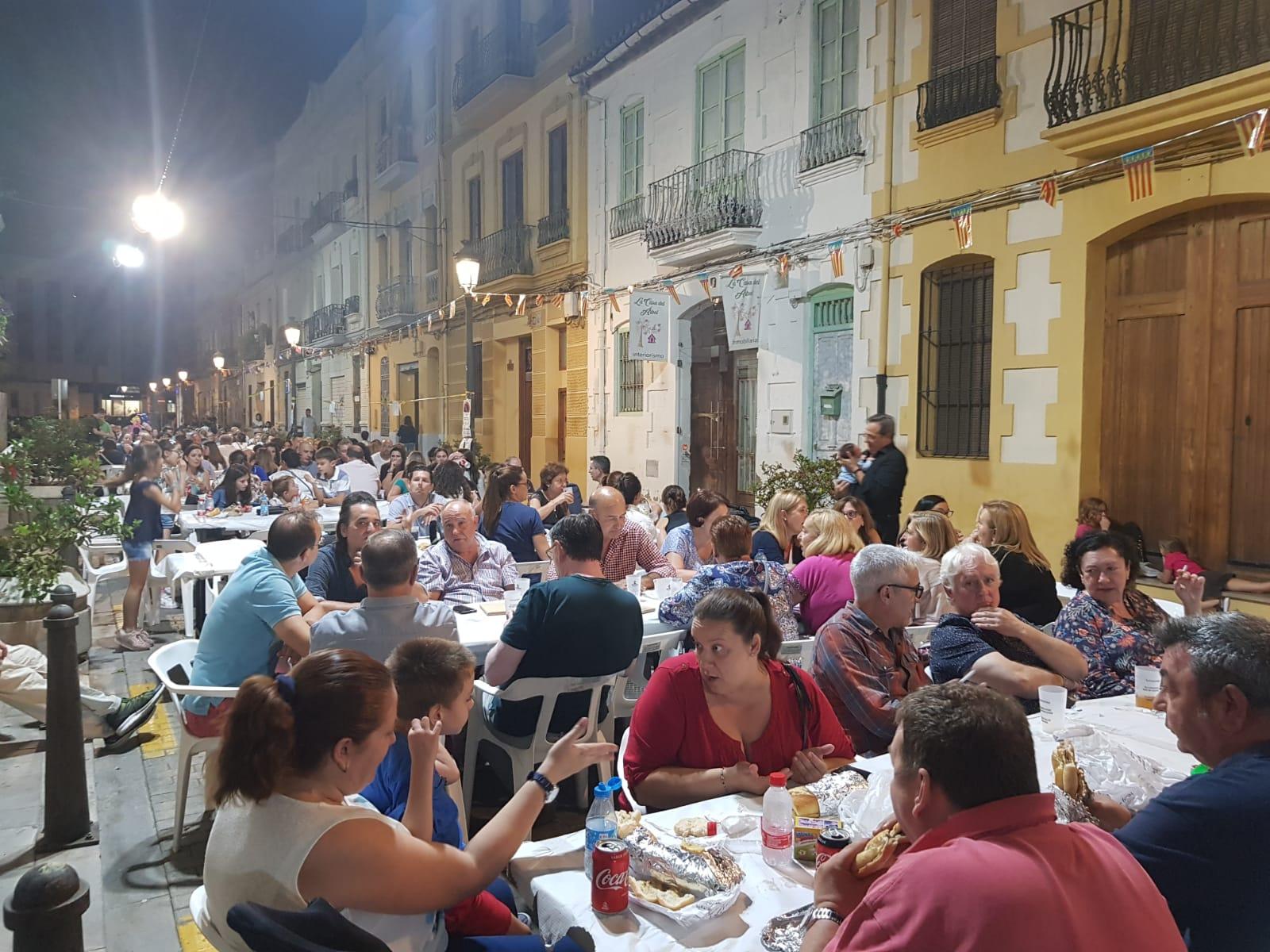 Las Fiestas Populares de Patraix homenajean a las personas mayores antes de la cena vecina