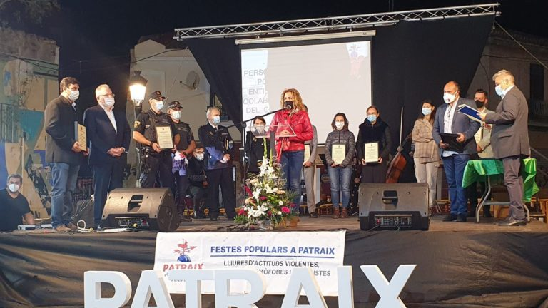 La Asociación Vecinal de Patraix homenajea a colectivos y personas que han trabajado para paliar la pandemia de Covid 19
